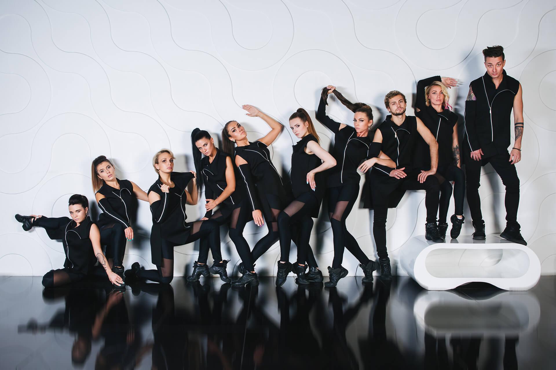 девушки уже фотосессия для танцевального коллектива ещё, бросая цветные